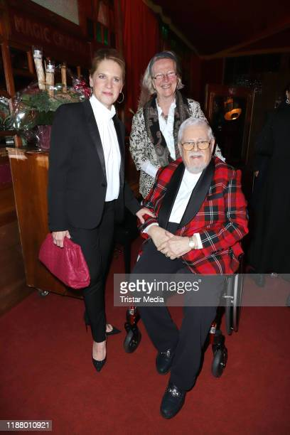 Cornelia Poletto with Bill Ramsey and his wife Petra Ramsey at the Polettos Palazzo at Spiegelpalast on November 15 2019 in Hamburg Germany