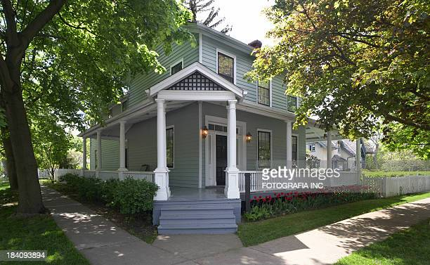 corner house - colonial style stock pictures, royalty-free photos & images