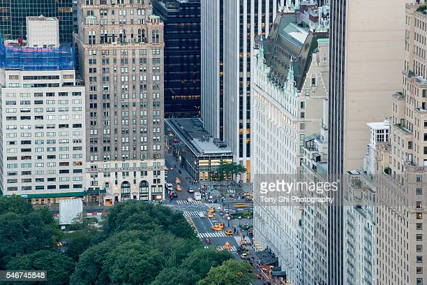 corner of 59th st and 5th ave - new york city - fifth avenue stock pictures, royalty-free photos & images