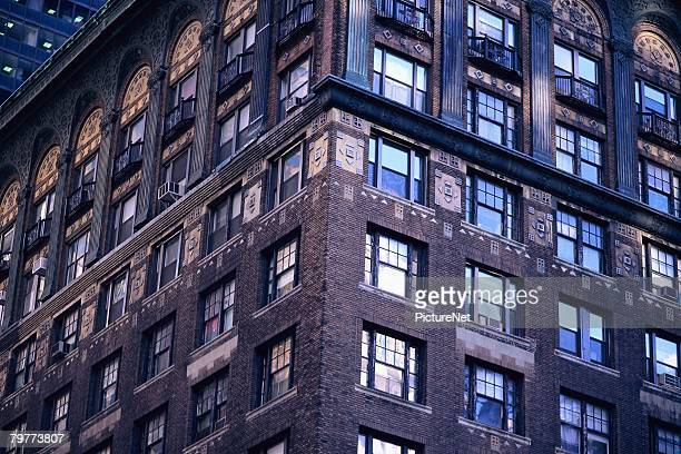 corner of a manhattan apartment building - ニューヨーク郡 ストックフォトと画像