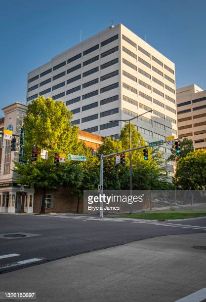 corner of west summit hill and gay street - knoxville - brycia james stock pictures, royalty-free photos & images