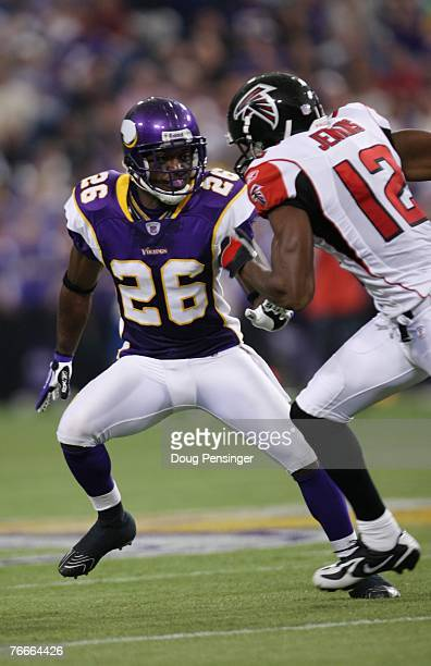 Cornerback Antoine Winfield of the Minnesota Vikings prepares for action as the Minnesota Vikings defeated the Atlanta Falcons 243 at the Metrodome...