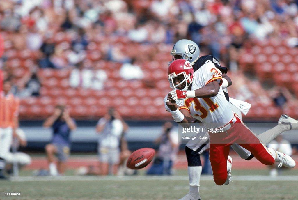 Kansas City Chiefs v Los Angeles Raiders : News Photo