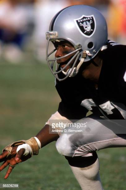 Cornerback Lester Hayes of the Los Angeles Raiders readies for a play during a NFL game at Memorial Coliseum in December of 1982 in Los Angeles...