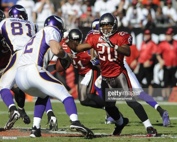 Cornerback Ronde Barber of the Tampa Bay Buccaneers rushes the pocket against the Minnesota Vikings at Raymond James Stadium on November 16, 2008 in...