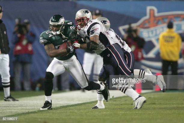 Cornerback Sheldon Brown of the Philadelphia Eagles carries the ball under pressure from Kevin Faulk of the New England Patriots during Super Bowl...