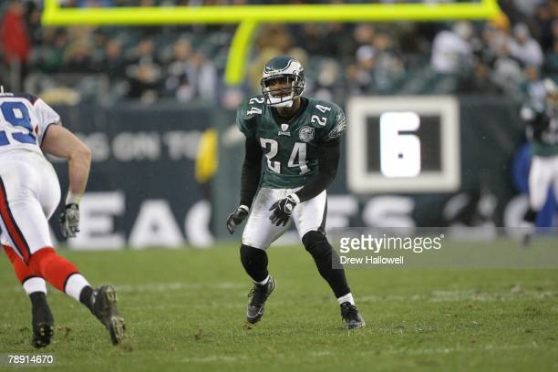 Cornerback Sheldon Brown of the Philadelphia Eagles drops back during the game against the Buffalo Bills on December 30, 2007 at Lincoln Financial...