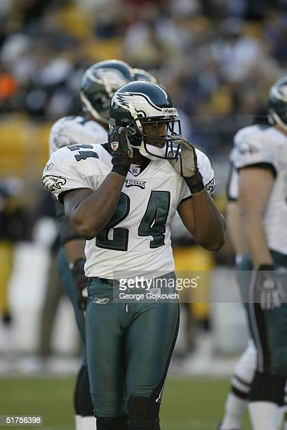 Cornerback Sheldon Brown of the Philadelphia Eagles during a game against the Pittsburgh Steelers at Heinz Field on November 7, 2004 in Pittsburgh,...