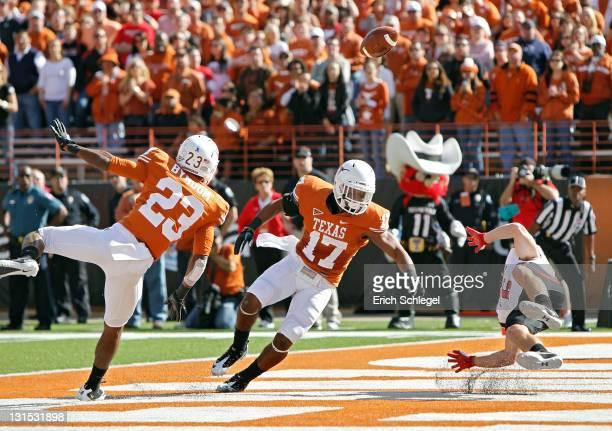Cornerbacks Carrington Byndom and Adrian Phillips of the Texas Longhorns break up a first quarter touchdown pass to wide receiver Austin Zouzalik of...