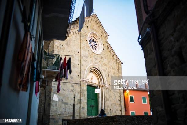 コルニリア聖ペテロ教会、リグーリア、イタリア - リグーリア ストックフォトと画像