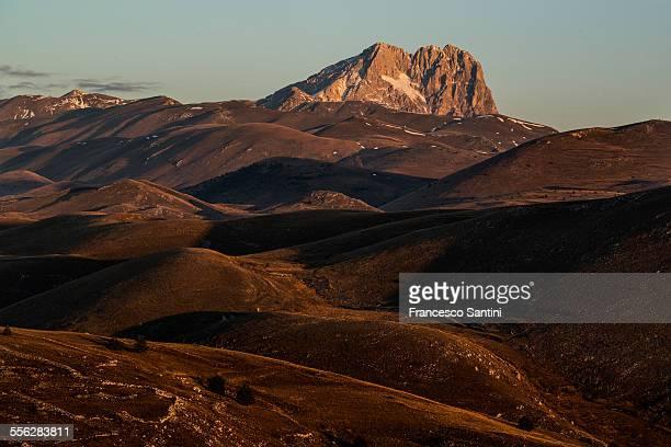 corno grande (abruzzo, italy) - parco nazionale del gran sasso e monti della laga foto e immagini stock
