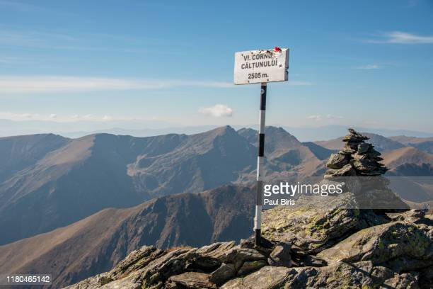 cornu caltunului peak, fagaras mountains, carpathians mountain range, romania - local landmark stock pictures, royalty-free photos & images
