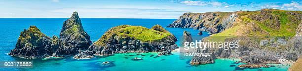 cornwall turquoise ocean bay sandy beaches kynance cove panorama uk - islas de gran bretaña fotografías e imágenes de stock