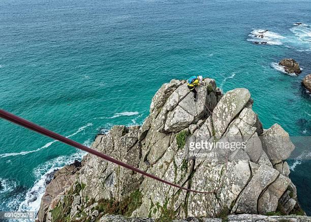 UK, Cornwall, woman climbing on Commando Ridge