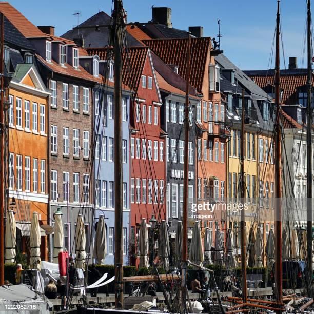 corona / covid-19 lockdown in copenhagen, denmark. - nyhavn stock pictures, royalty-free photos & images