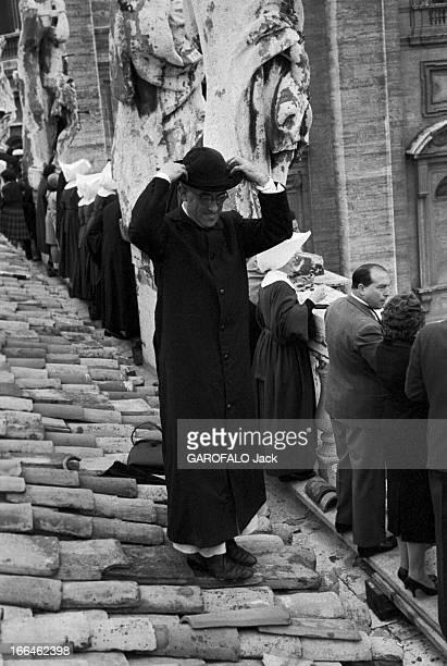 Coronation Of John Xxiii Rome 4 Novembre 1958 Lors du couronnement du pape Jean XXIII plan sur une terrasse en tuiles située latéralement à l'entrée...