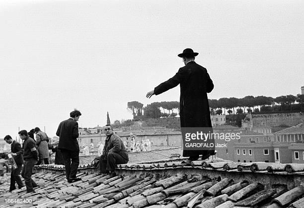 Coronation Of John Xxiii Rome 4 Novembre 1958 Lors du couronnement du pape Jean XXIII plan sur un toit terrasse en tuiles situé latéralement à...