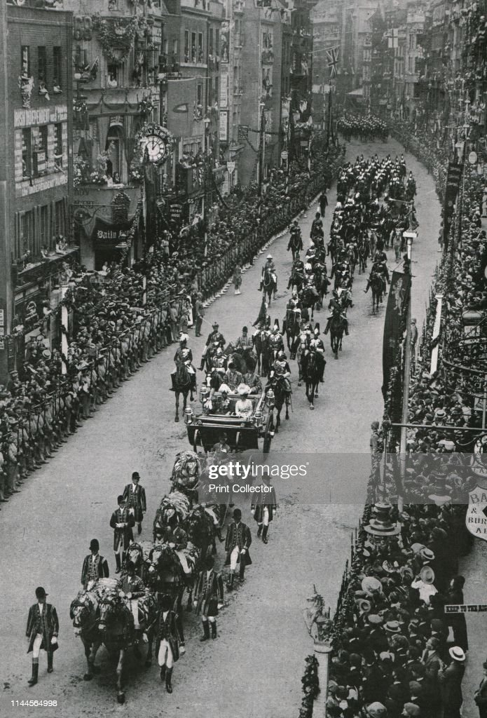 Coronation Of King George V And Queen Mary : News Photo
