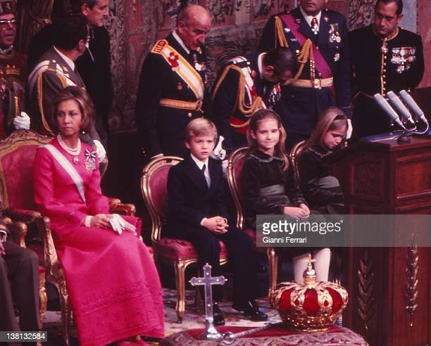 Coronation of King Juan Carlos I and Queen Sofia in the Parliament with their children Felipe Elena and Cristina 22nd November 1975 Madrid Spain
