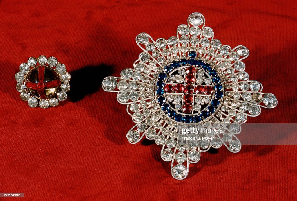 coronation ring and order of the garter star ニュース写真 getty images