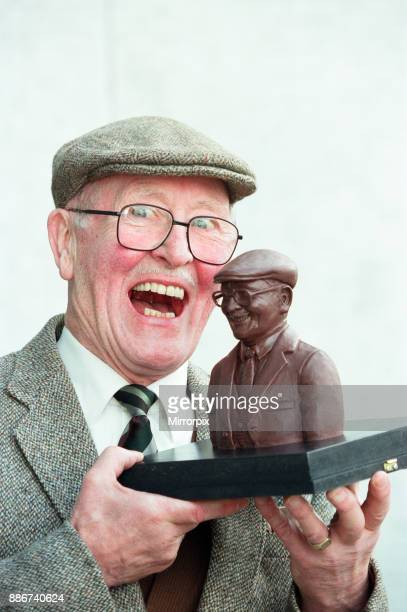 Coronation Street actor Bill Waddington with a chocolate bust of his character Percy Sugden to celebrate Cadbury's sponsorship deal with the soap 5th...