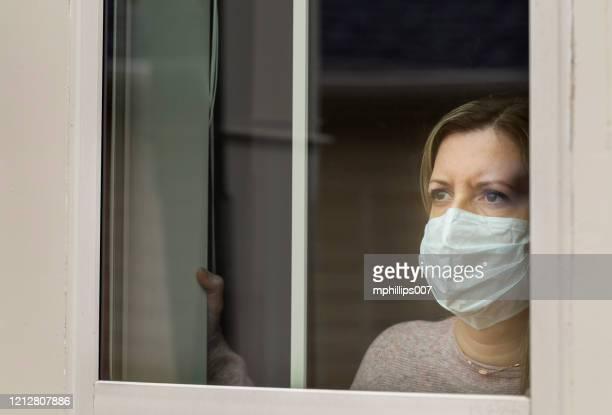 coronavirus (covid-19) patient self quarantined at home medical mask - inquadratura fissa foto e immagini stock