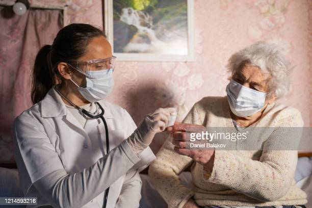 coronavirus protection. doctor's home visiting during the quarantine. - nurse with mask stock pictures, royalty-free photos & images