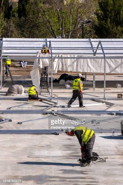 コロナウイルス反応。バレンシア、スペインの野戦病院の建設 - 臨時 ストックフォトと画像