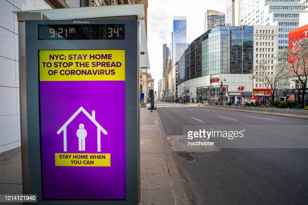 coronavirus warning sign people self-quarantine - coronavirus new york imagens e fotografias de stock