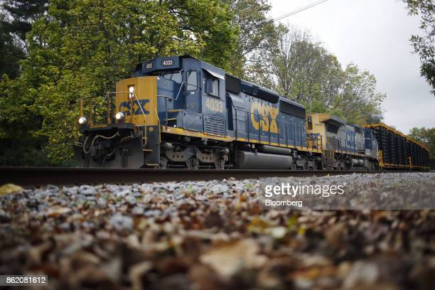 Corp freight train passes through Anchorage Kentucky US on Sunday Oct 15 2017 CSX is scheduled to release earnings figures on Oct 17 Photographer...