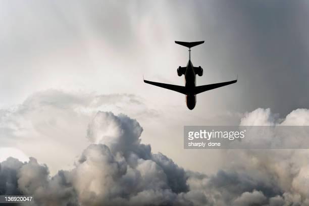 XXL d'Avion à réaction volant en storm