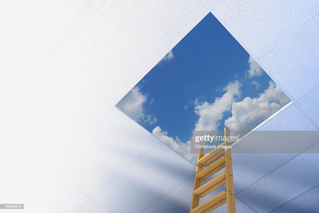 Corporate ladder leading to sky : Stockfoto