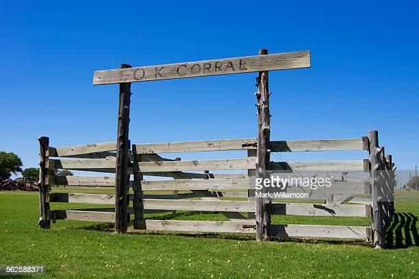 ok corral - 家畜柵 ストックフォトと画像