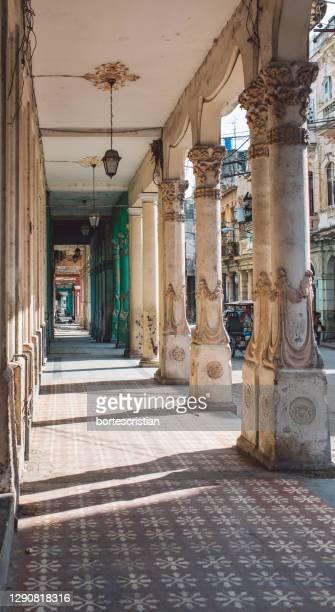 corridor of building - bortes imagens e fotografias de stock