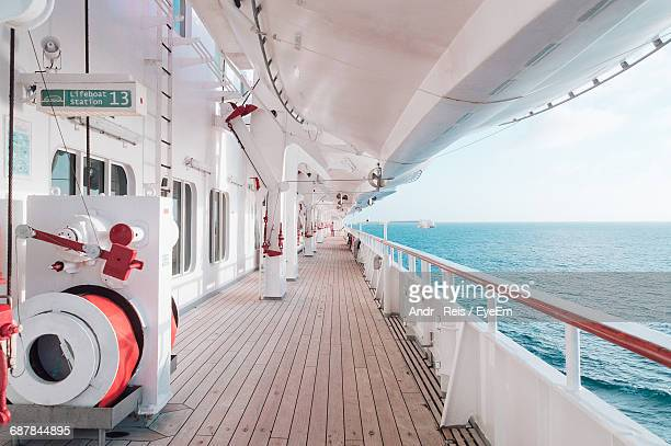 corridor of cruise ship in sea - kreuzfahrtschiff stock-fotos und bilder