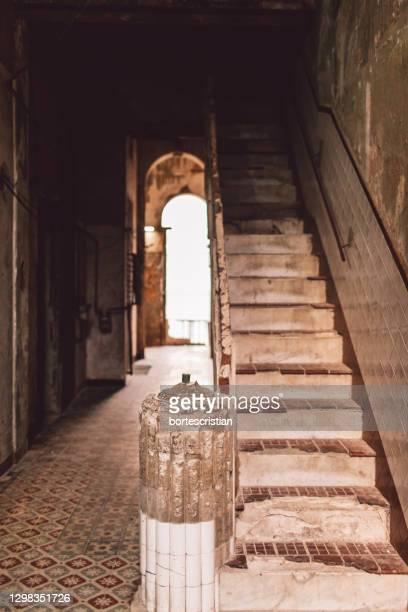 corridor of old building - bortes foto e immagini stock