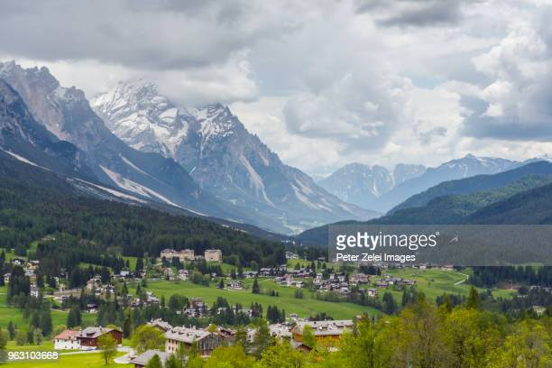 cortina d'ampezzo in the dolomites, veneto, italy - belluno stock pictures, royalty-free photos & images