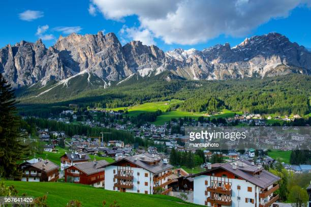 cortina d'ampezzo. itaiy - veneto stock pictures, royalty-free photos & images
