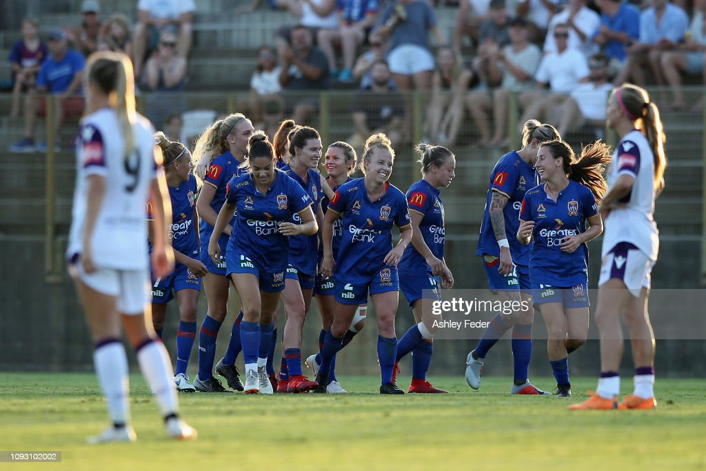 W-League Rd 11 - Newcastle v Perth : ニュース写真