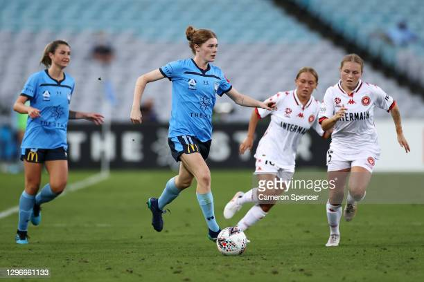 Cortnee Vinew of Sydney FC dribbles the ball during the round four W-League match between Sydney FC and the Western Sydney Wanderers at ANZ Stadium,...