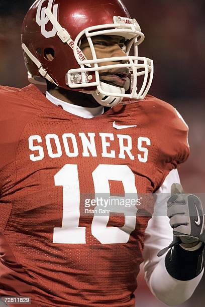 Cortney Carter of the Oklahoma Sooners jogs off the field against the Nebraska Cornhuskers during the 2006 Dr Pepper Big 12 Championship on December...