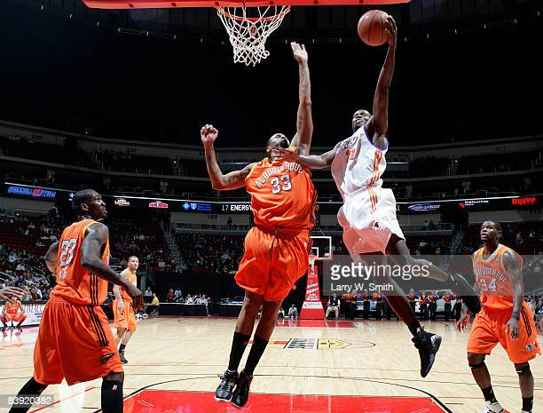 Cory Underwood of the Albuquerque Thunderbirds tries to block a shot against Patrick Sanders of the Iowa Energy on December 04 2008 at Wells Fargo...