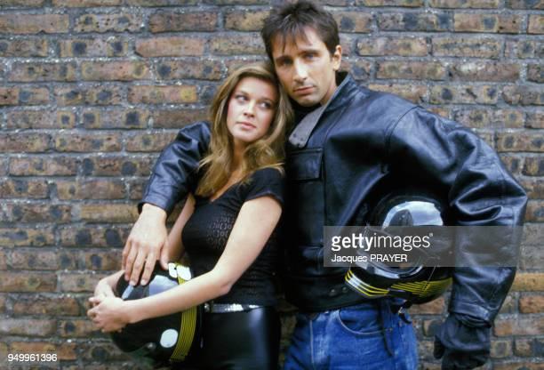 Corynne Charby et Thierry Lhermitte sur le tournage du film 'Un ete d'enfer' realise par Michael Schock en juillet 1984 en France.