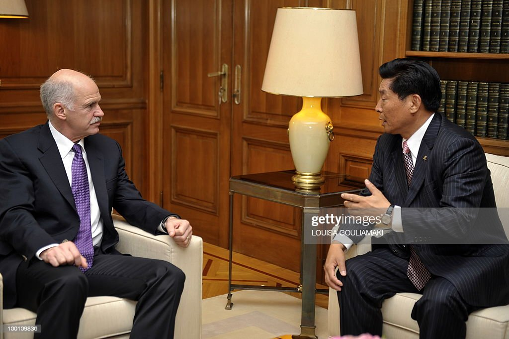 Cosco chairman and CEO Wei Jiafu (R) talks with Greek prime minister George Papandreou during their meeting in Athens on May 21, 2010.Greece has told Chinese shipping giant Cosco that strikes which frequently cripple business in the country will not affect a 35-year port concession vital to its debt-hit economy, Cosco said Friday. AFP PHOTO / Louisa Gouliamaki