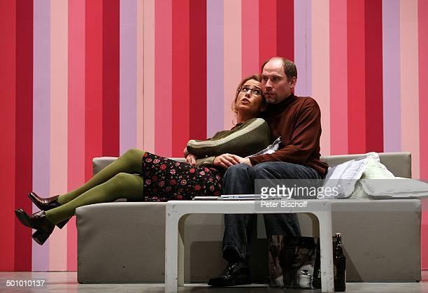 Cosima von Borsody Stephan von Marso Theaterstück Seitensprung ins Eheglück Wesseling NordrheinWestfalen Deutschland Theater Bühne Brille...