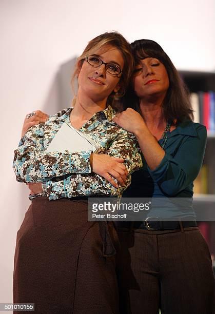 Cosima von Borsody Susann Fabiero Theaterstück Seitensprung ins Eheglück Wesseling NordrheinWestfalen Deutschland Theater Bühne Brille Schauspielerin...