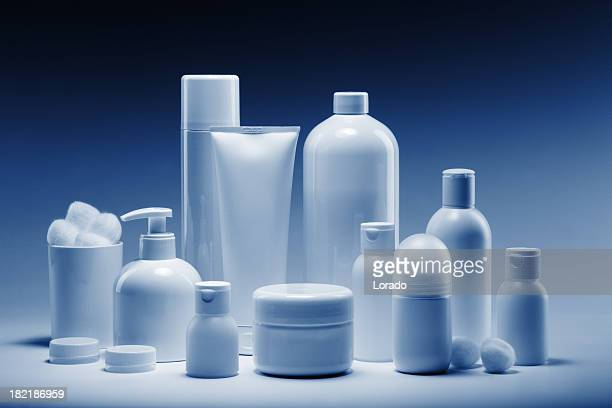 cosmetics in a row - shampoo stockfoto's en -beelden