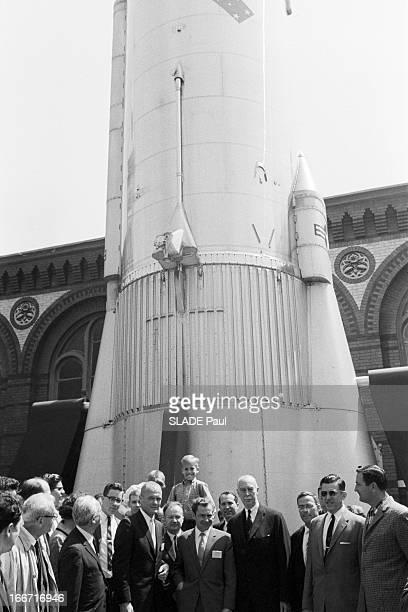 Cosmonaut Gherman Titov In Washington Aux EtatsUnis le 3 mai 1962 Le cosmonaute soviétique Guerman TITOV et l'astronaute américain John GLENN à...