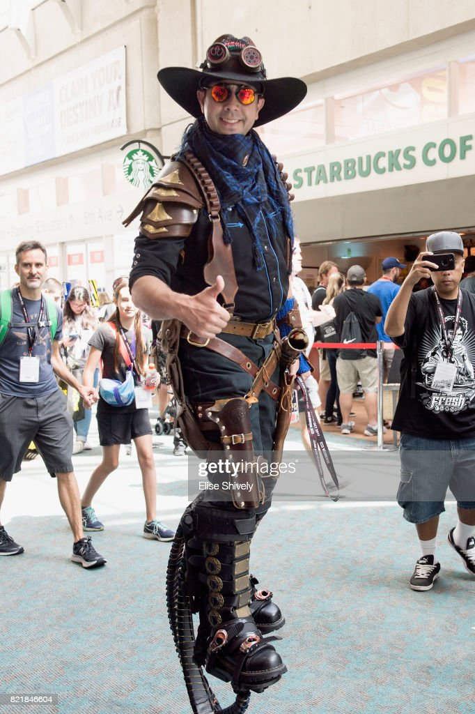 2017 Comic-Con International - General Atmosphere And Cosplay : News Photo