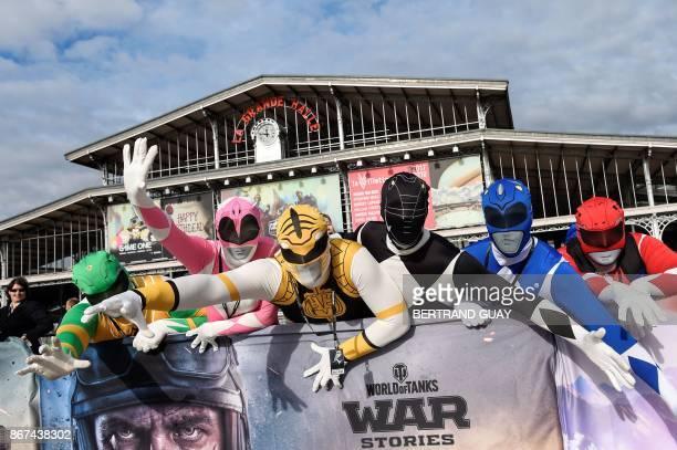 Cosplayers pose on October 28 2017 during the Comic Con festival at the Grande Halle de la Villette in Paris / AFP PHOTO / BERTRAND GUAY